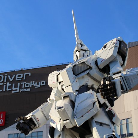 Unicorn Gundam Statue in Odaiba